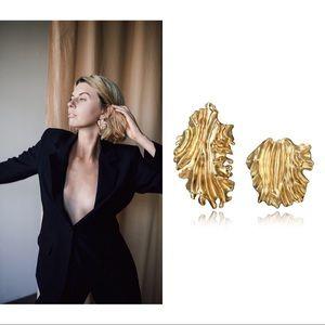 Beautiful stunning asymmetric earrings ✨